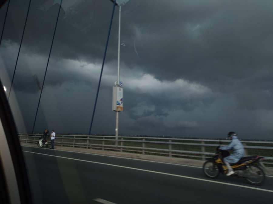 la pluie tropicale à Hanoi